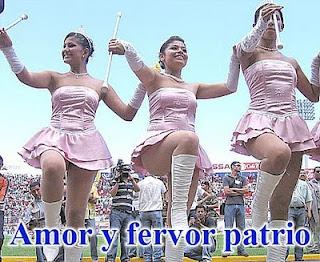 Desfile de Palillonas en 15 de Septiembre